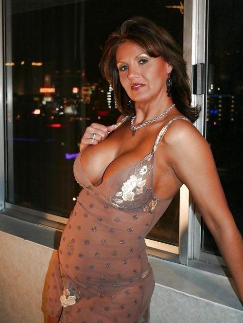 Rencontre une femme mature, une cougar coquine qui aime le sexe