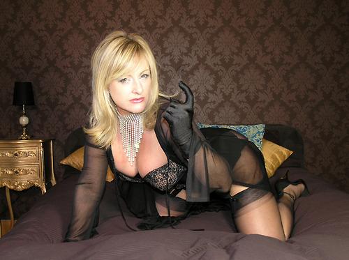 Une belle femme mûre en quête de spiritualité sexuelle