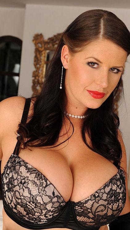 Une belle femme mature séduisante en lingerie