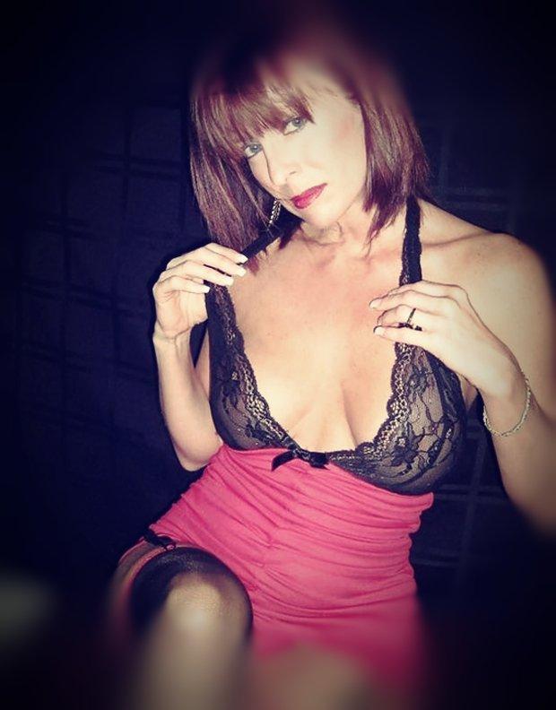 Un plan sexe avec une cougar sexy