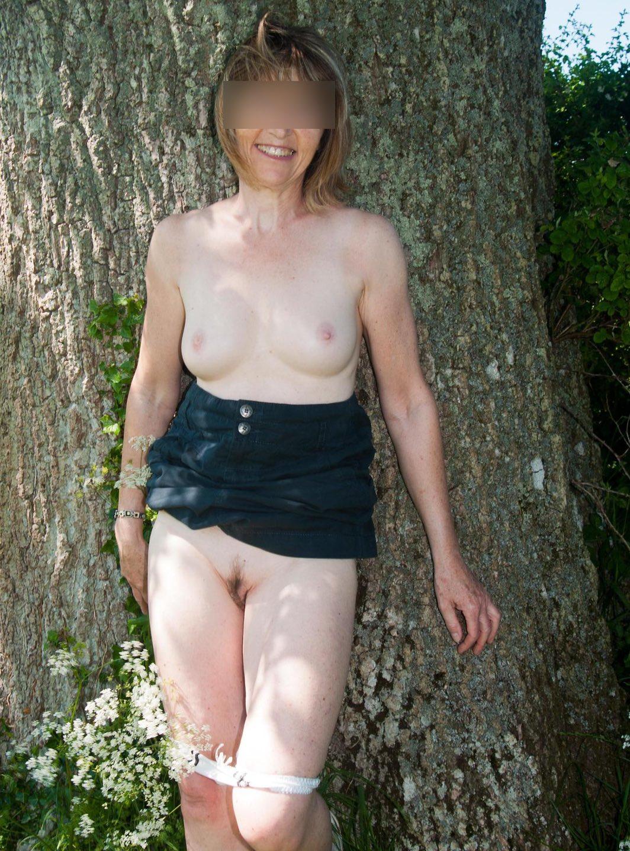 Jolie cougar blonde cherche un plan baise