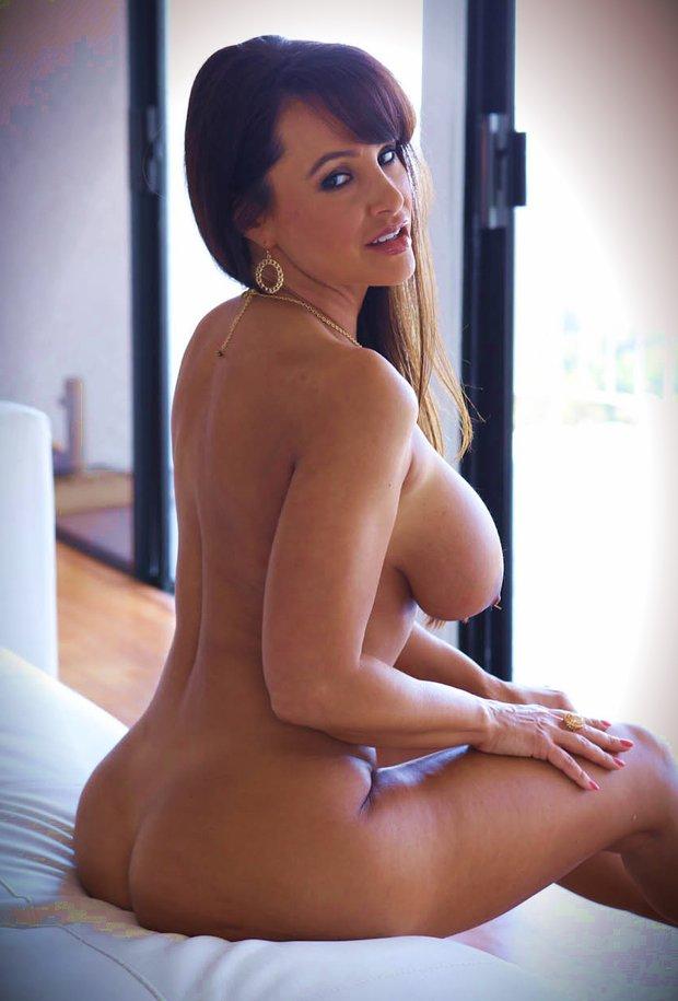 Les gros seins de la belle cougar